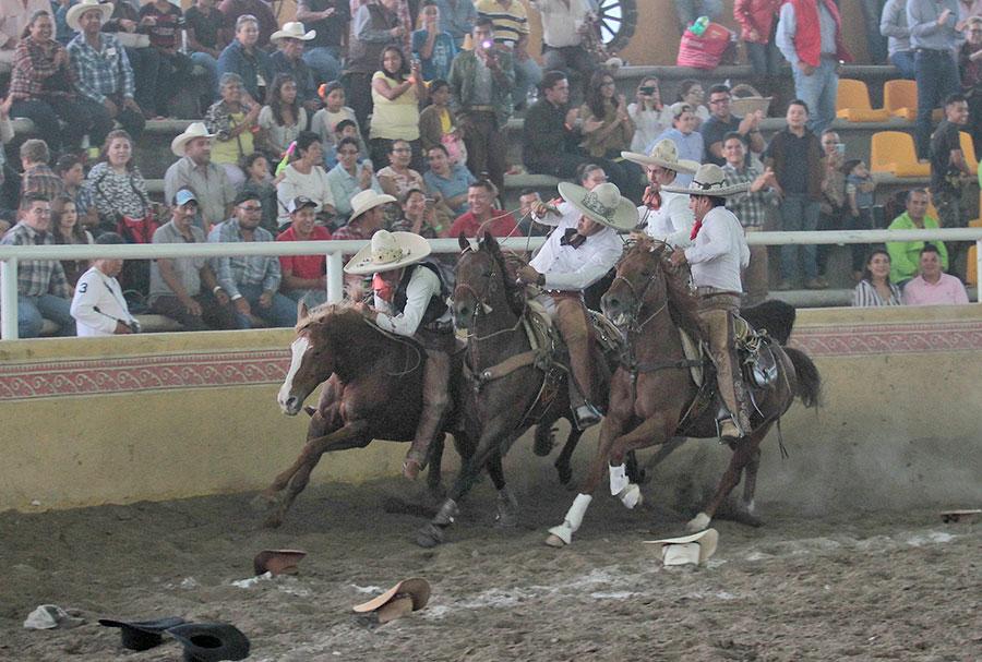 Lázaro Márquez emocionó al respetable con su valeroso paso de la muerte